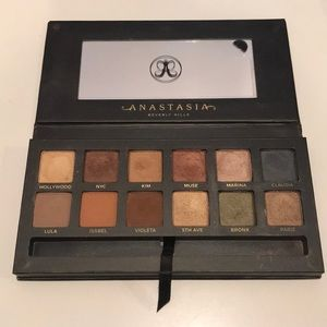 Limited Edition Master Palette by Mario